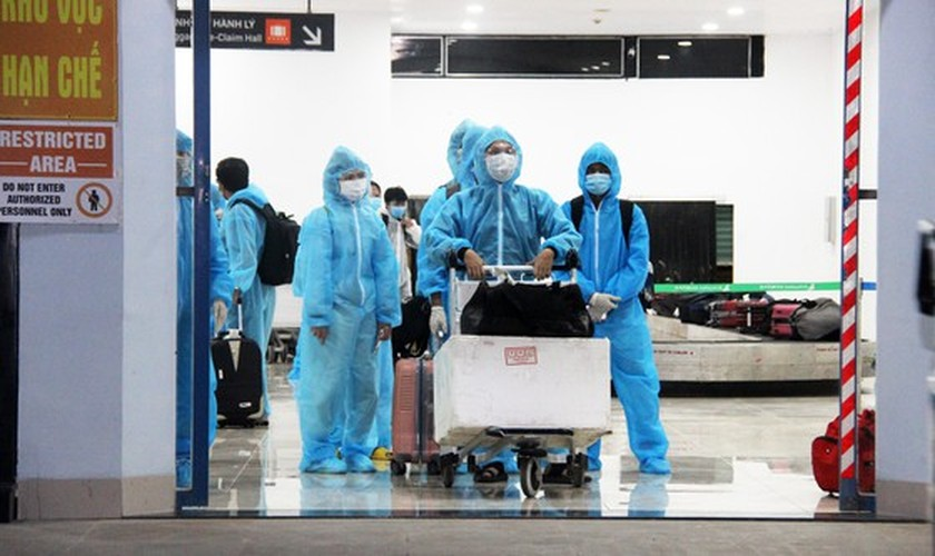 First flight carries 197 returners from Ho Chi Minh City to Binh Dinh   ảnh 15