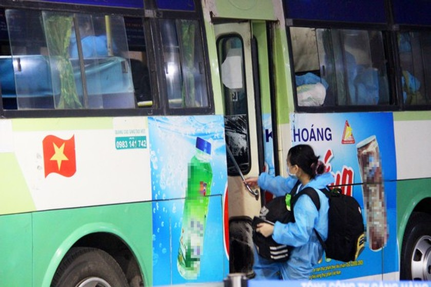 First flight carries 197 returners from Ho Chi Minh City to Binh Dinh   ảnh 13