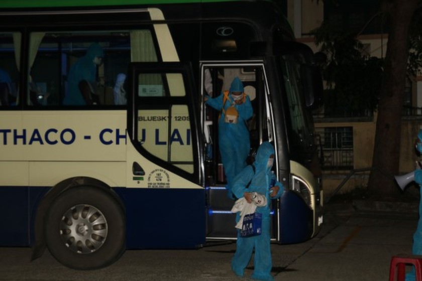 First buses carry 77 people home from HCMC to Quang Nam  ảnh 2