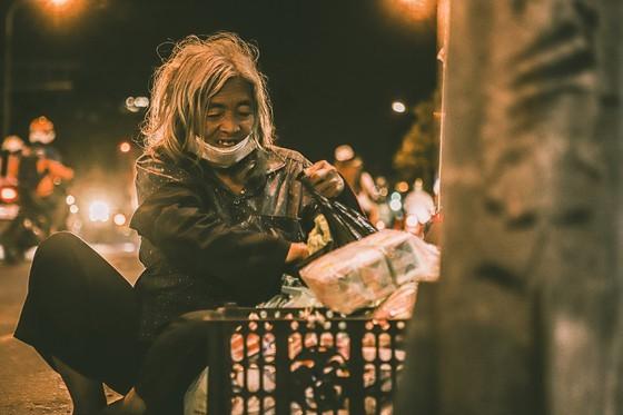 Livelihoods of the poor on HCMC streets via some random photos ảnh 7