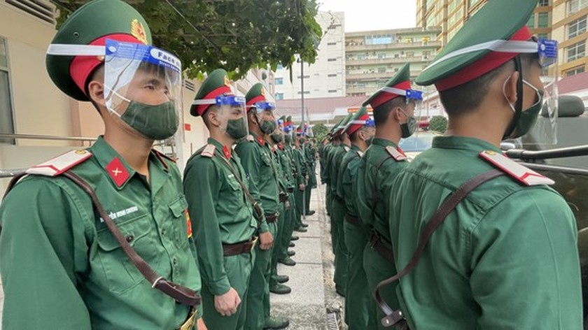 Armed forces open patrol to control Covid-19 pandemic in HCMC   ảnh 13