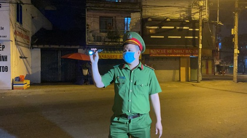 Armed forces open patrol to control Covid-19 pandemic in HCMC   ảnh 12