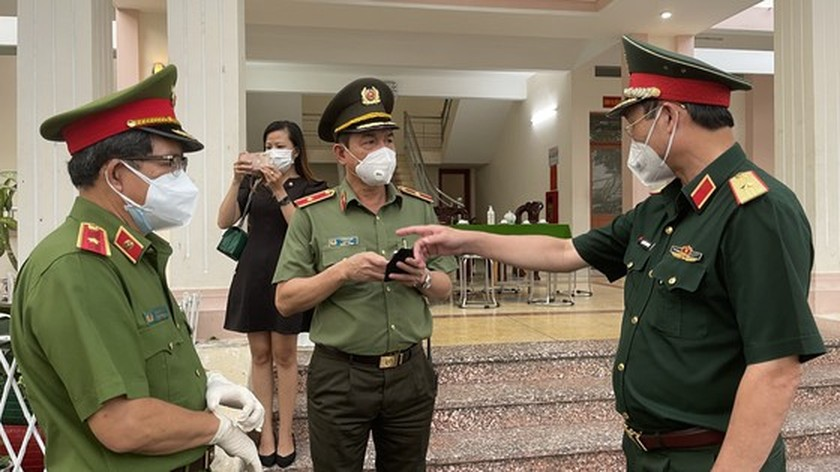 Armed forces open patrol to control Covid-19 pandemic in HCMC   ảnh 4
