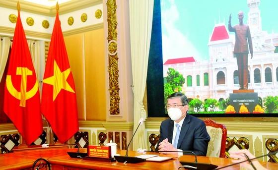 Italian Consul General receives Ho Chi Minh City Badge ảnh 1