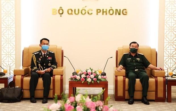 Deputy Defense Minister meets RoK's outgoing, new defense attachés ảnh 1