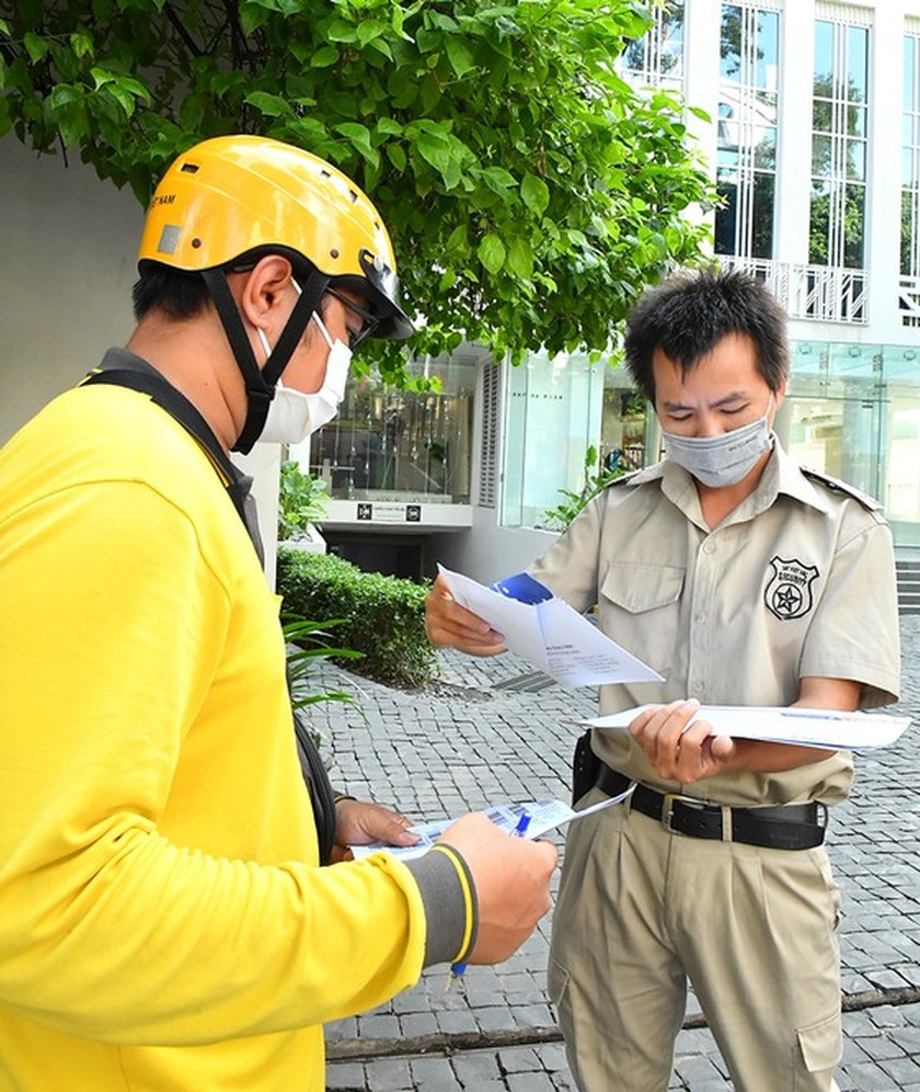"""Postmen work as """"silent soldiers"""" connecting people with functional agencies ảnh 5"""