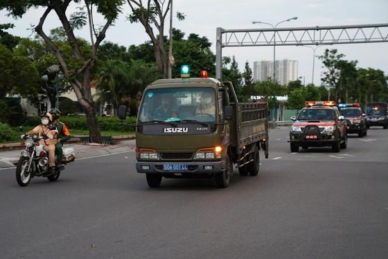 Traffic police handle over 1,000 violators on citywide social distancing order  ảnh 4