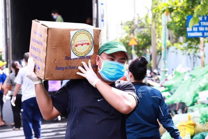 HCMC establishes center for essential goods reception, delivery support ảnh 1