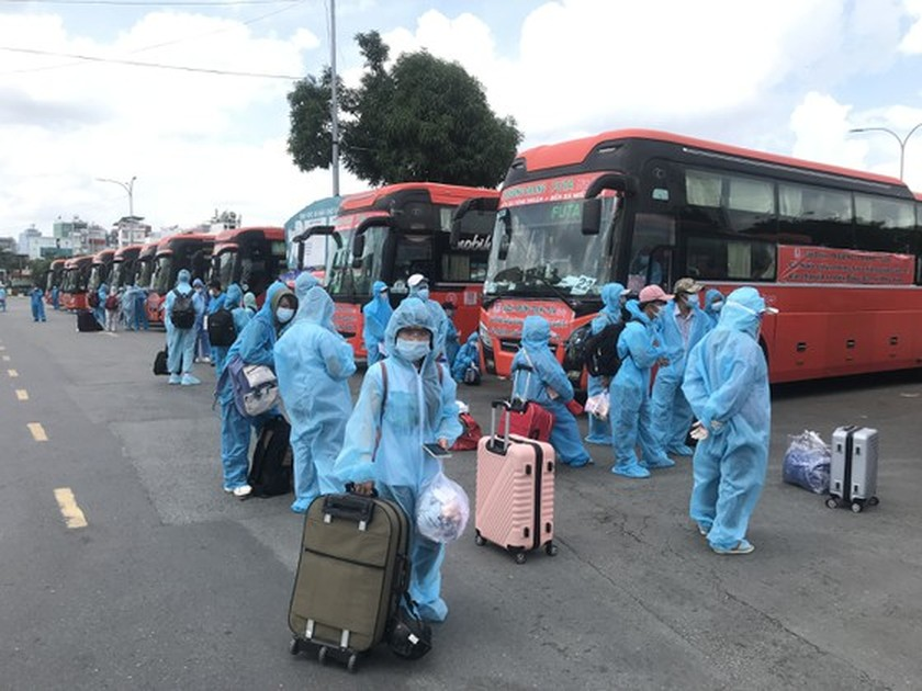 Central provinces support more returners home from HCMC, Southern region ảnh 3