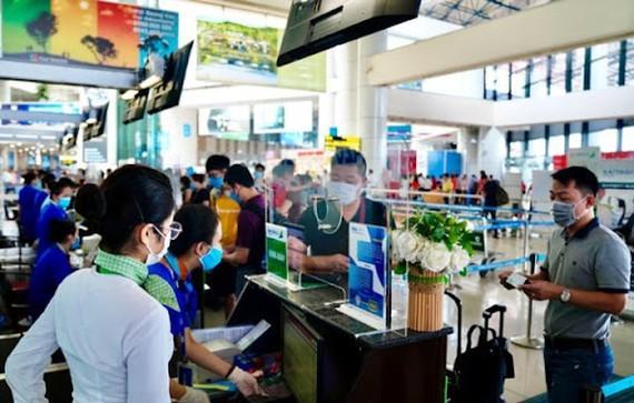 HCMC facilitates passengers' travel  to Tan Son Nhat Airport ảnh 1