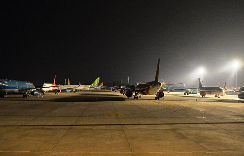 Passenger traffic at airports plunges in August ảnh 1