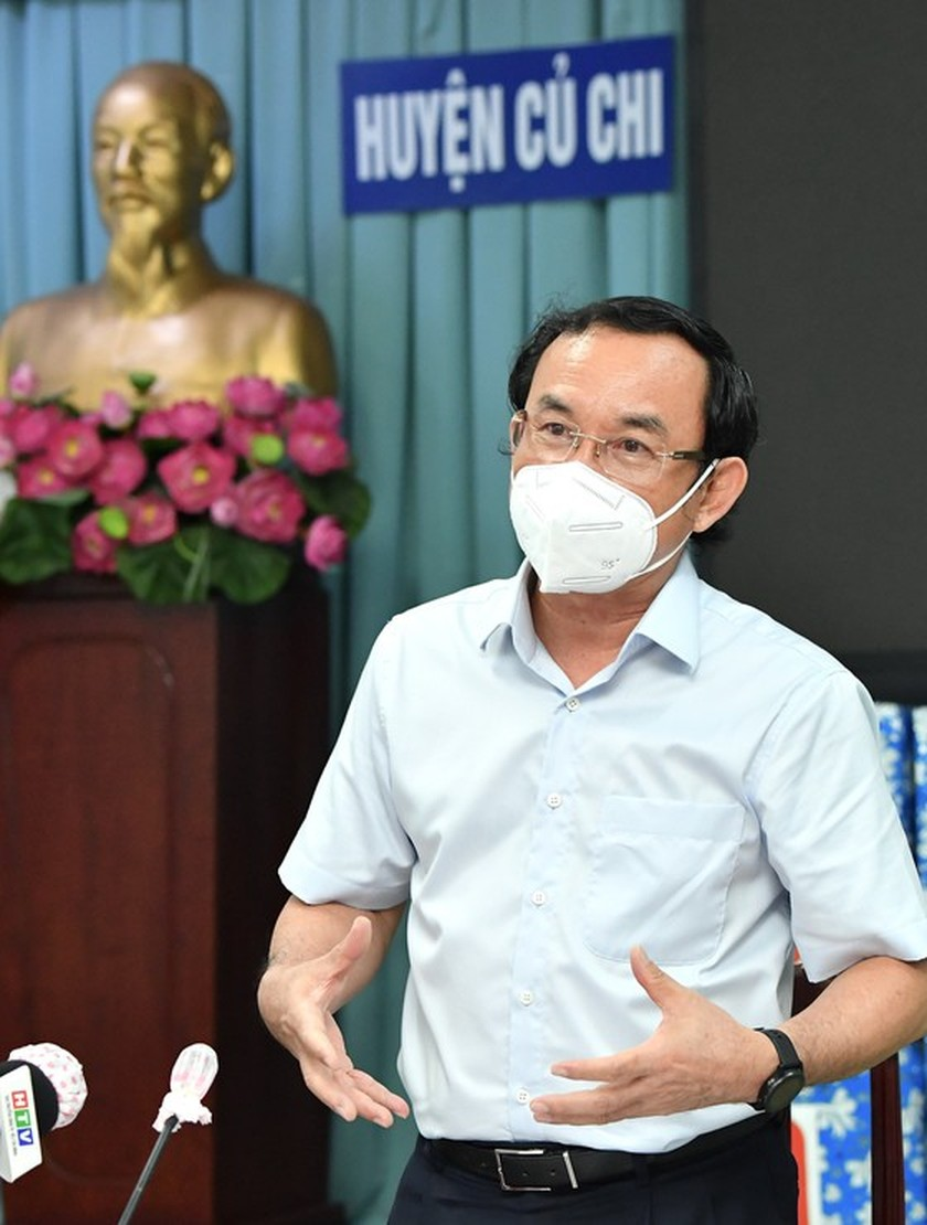 HCMC residents prepare to live with Covid-19 under new-normal state ảnh 12