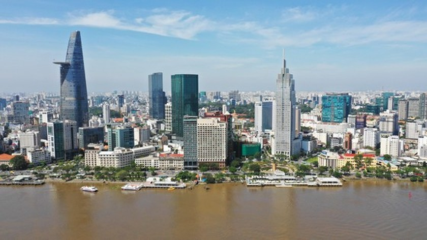 HCMC residents prepare to live with Covid-19 under new-normal state ảnh 14
