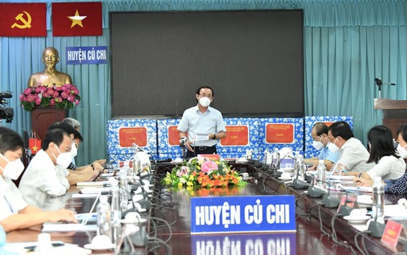 HCMC residents prepare to live with Covid-19 under new-normal state ảnh 3
