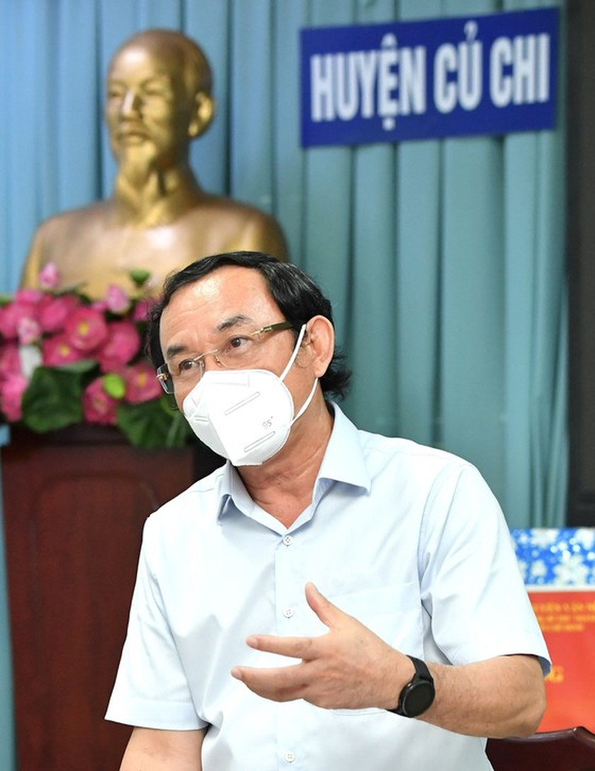 HCMC residents prepare to live with Covid-19 under new-normal state ảnh 5