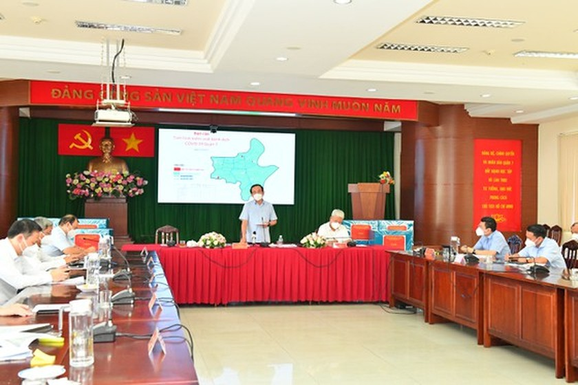 HCMC residents prepare to live with Covid-19 under new-normal state ảnh 6