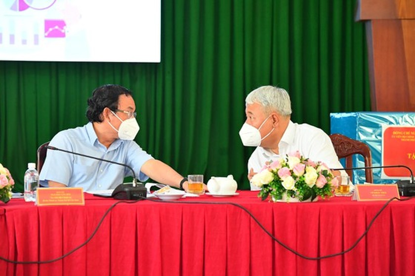 HCMC residents prepare to live with Covid-19 under new-normal state ảnh 9