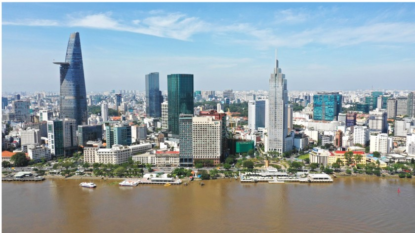 HCMC residents prepare to live with Covid-19 under new-normal state ảnh 1