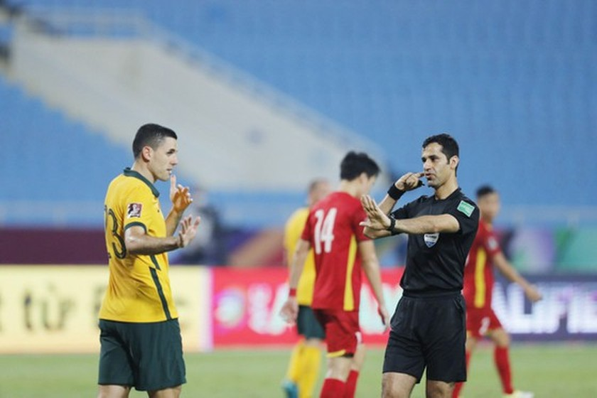 VFF proposes to review referees after Vietnam- Australia match ảnh 1
