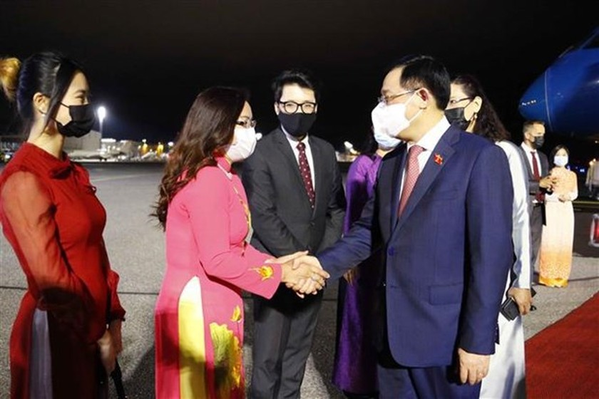 NA Chairman begins official visit to Finland ảnh 1