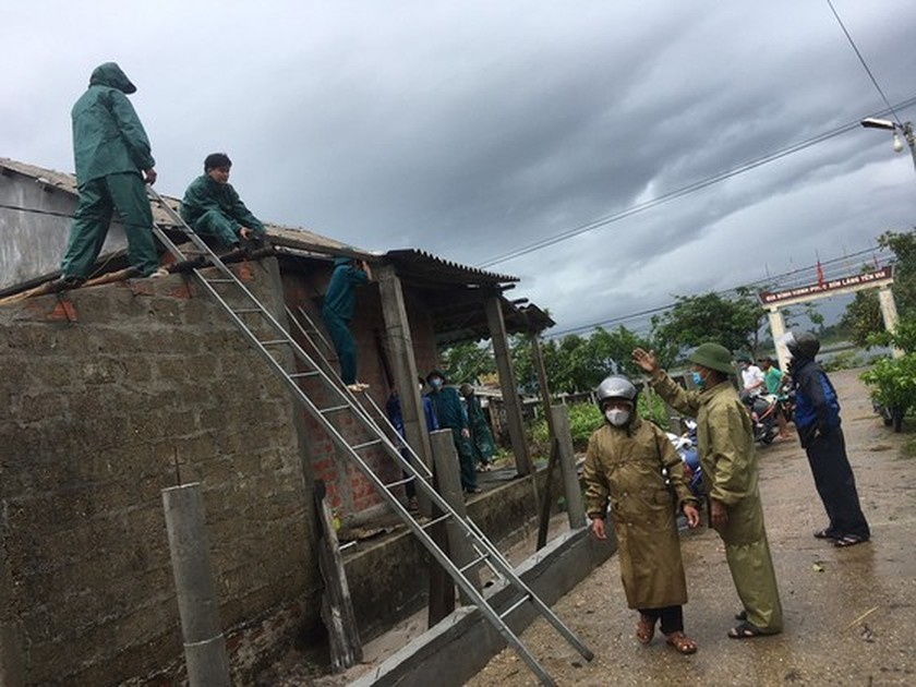 Conson brings power outages, flooding in Central region ảnh 8