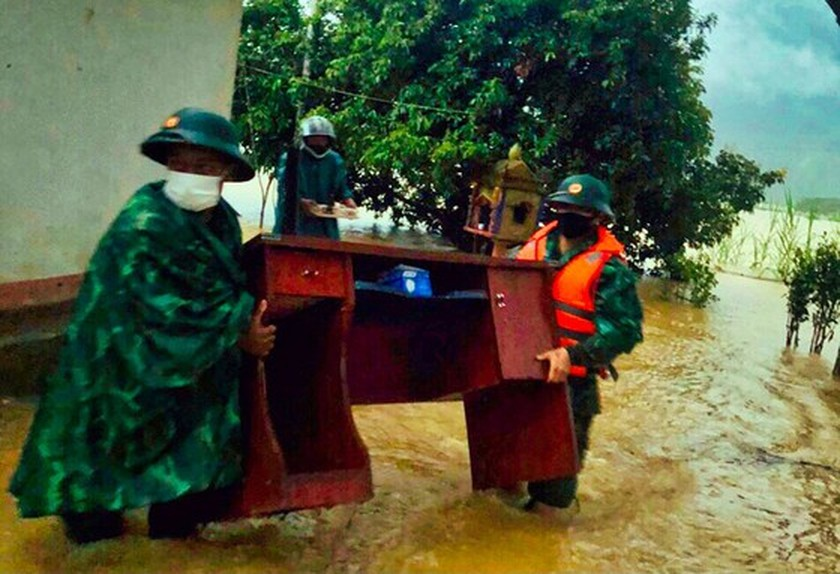 Conson brings power outages, flooding in Central region ảnh 13