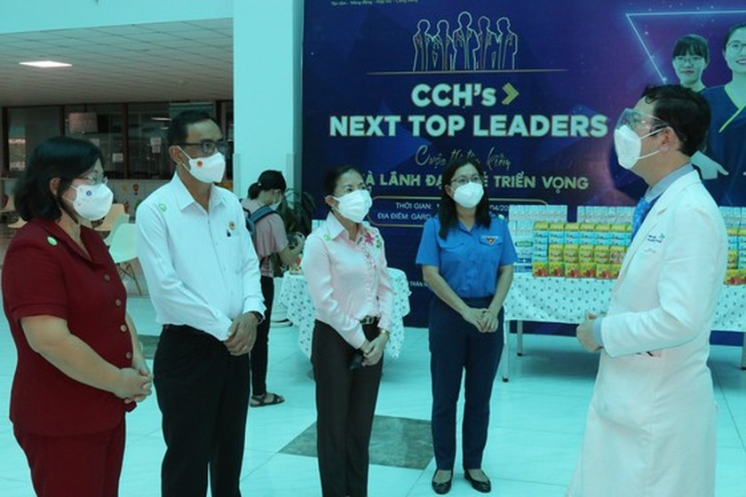 NA delegation of HCMC gives mid-autumn festival gifts to pediatric patients  ảnh 6