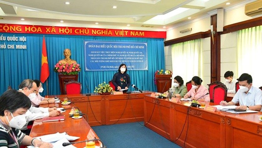 City's third financial support package very important to residents ảnh 2