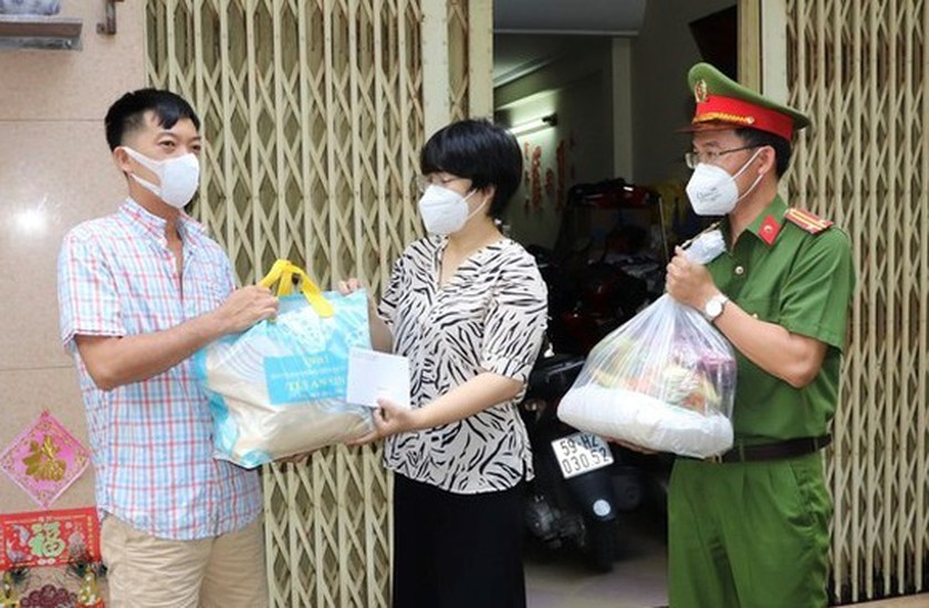 City's third financial support package very important to residents ảnh 1