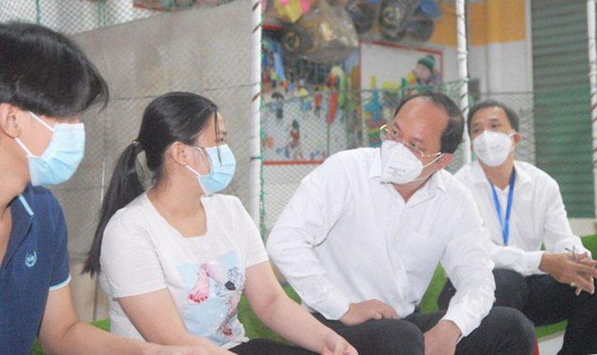 City leader visits children orphaned by Covid-19 ảnh 2