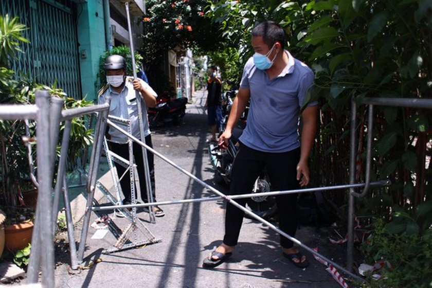 HCMC removes barriers on roads, alleys  ảnh 4