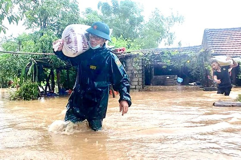 Central localities brace for serious damage after intense rains, flooding  ảnh 1