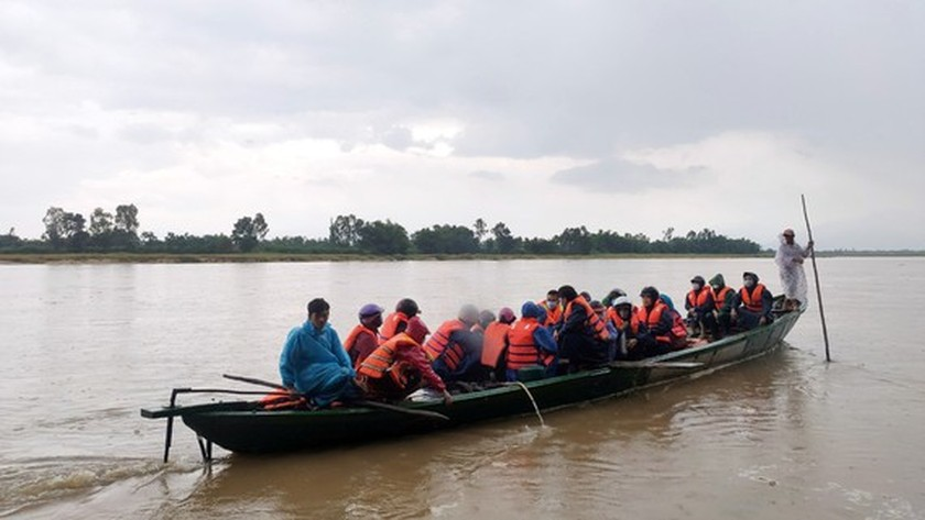 Central localities strengthen flood prevention operations ảnh 3