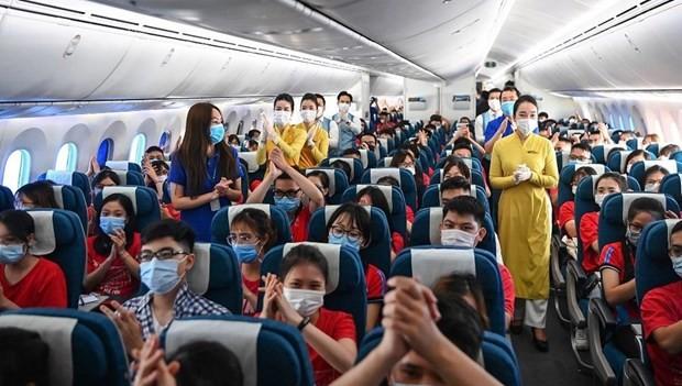 Vietnam Airlines brings home volunteer students, medical workers ảnh 1