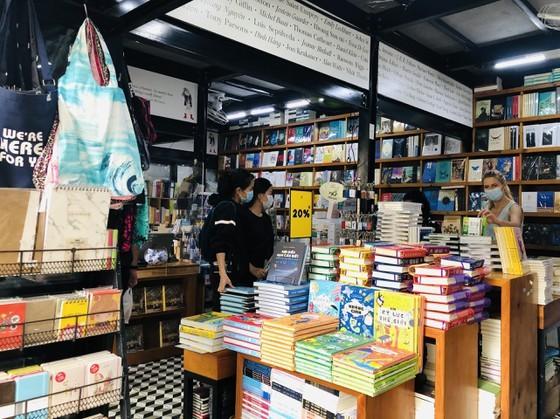 HCMC Book Street reopens after social distancing  ảnh 2