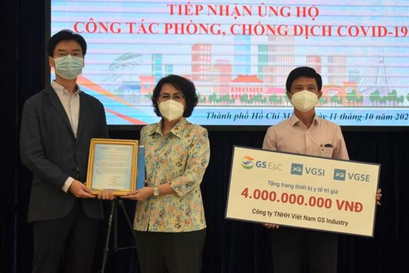 RoK Consulate General, firms donate medical supplies to HCMC ảnh 1