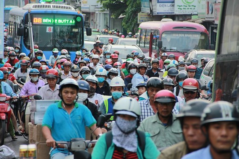 Streets to coach stations crowded with holidaymakers on year- end days ảnh 2
