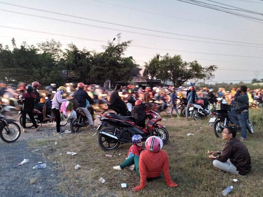 Severe traffic snarl occurs with streams of holidaymakers return to HCMC  ảnh 10