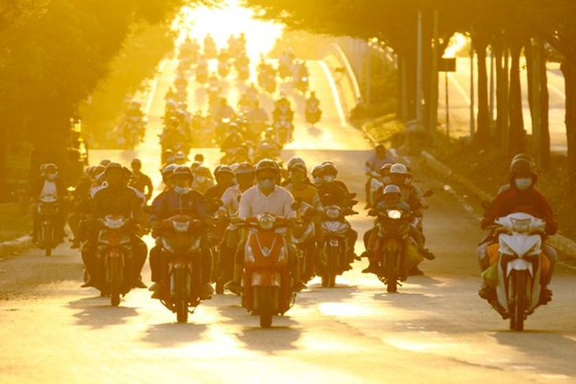 Severe traffic snarl occurs with streams of holidaymakers return to HCMC  ảnh 14