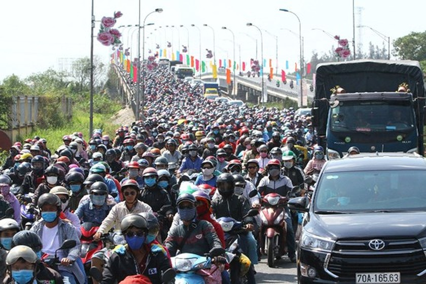 Severe traffic snarl occurs with streams of holidaymakers return to HCMC  ảnh 5