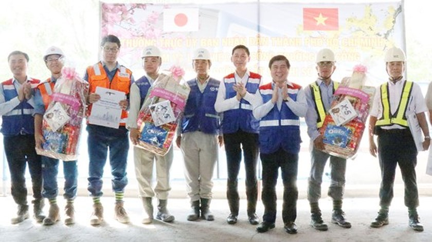 HCMC leaders promiss to solve difficulties for first metro line ảnh 2