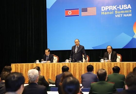 Prime Minister inspects media center serving DPRK-USA Hanoi Summit ảnh 1