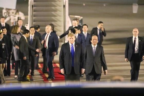 US President arrives in Vietnam for DPRK-USA summit ảnh 3