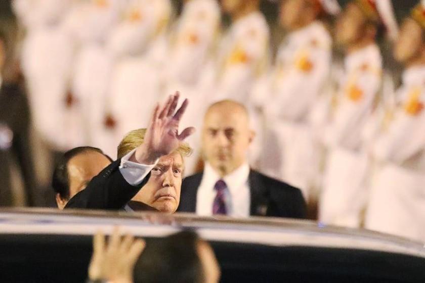 US President arrives in Vietnam for DPRK-USA summit ảnh 5
