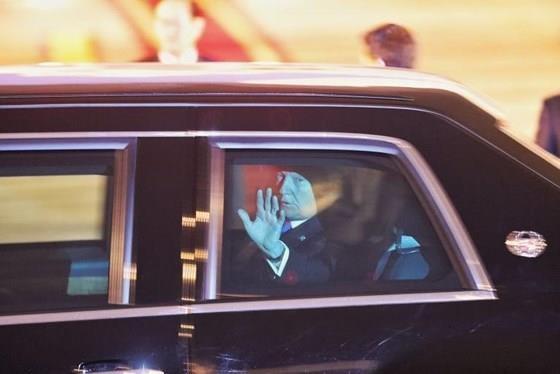 US President arrives in Vietnam for DPRK-USA summit ảnh 6