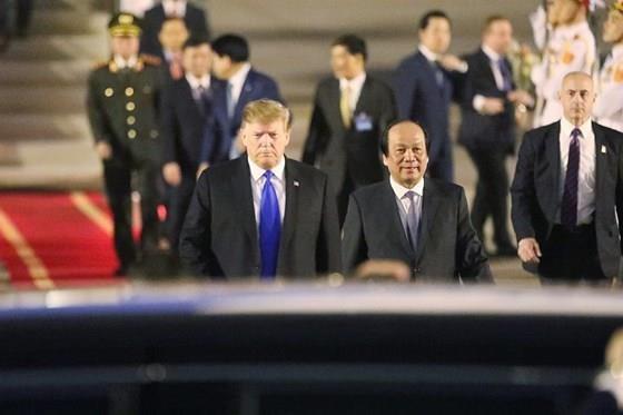 US President arrives in Vietnam for DPRK-USA summit ảnh 1