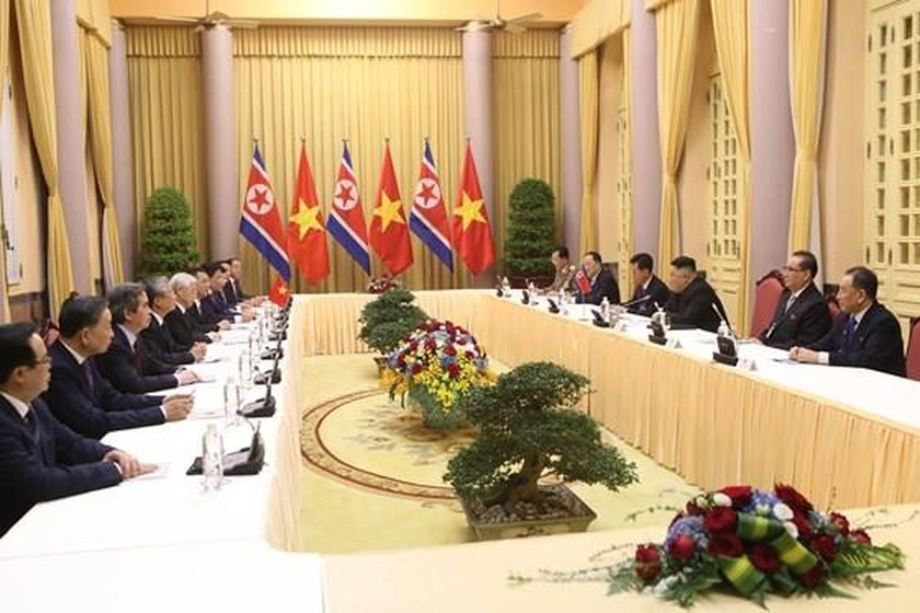 Top leader welcomes, holds talks with DPRK Chairman ảnh 11