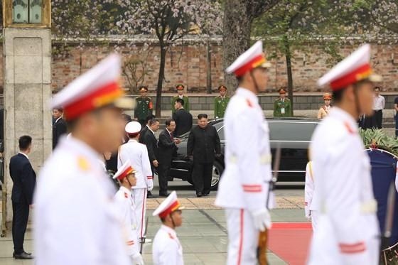 DPRK Chairman Kim Jong-un leaves Hanoi ảnh 10