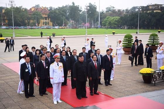 DPRK Chairman Kim Jong-un leaves Hanoi ảnh 5