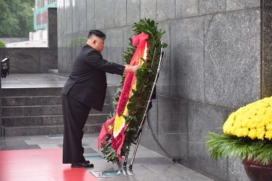 DPRK Chairman Kim Jong-un leaves Hanoi ảnh 6
